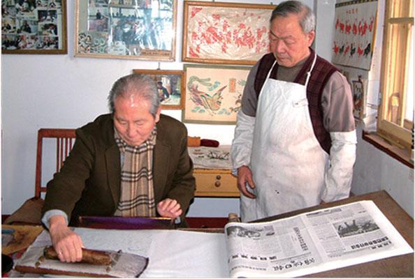 韩国《KVT》杂志院长崔燻在杨家埠