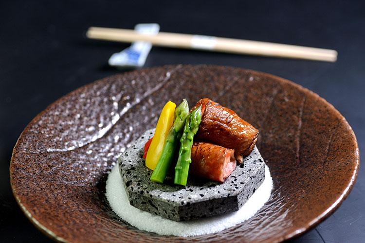 强肴——烤和牛海胆卷