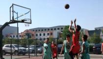 鲁丽篮球赛进行时 激情闪耀赛场,引爆篮球魅力